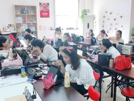 上海美容师培训需要做好哪些准备工作