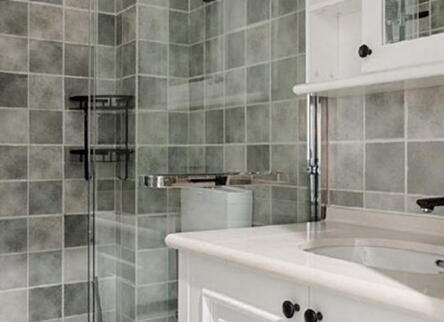 常见的浴室五金挂件包括哪些设备