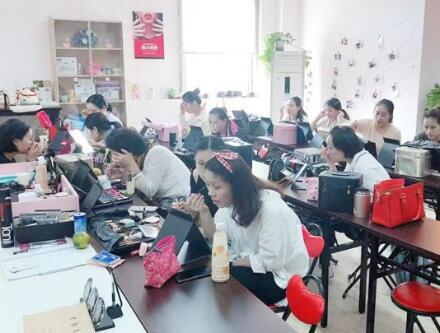 上海美容师培训机构哪些方面可靠
