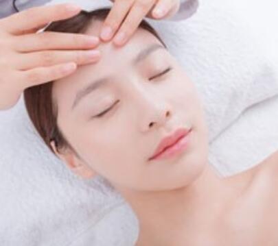 上海美容师培训机构教导:脸部按摩应该怎么做