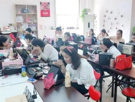 上海美容化妆培训学校介绍:学化妆的好处