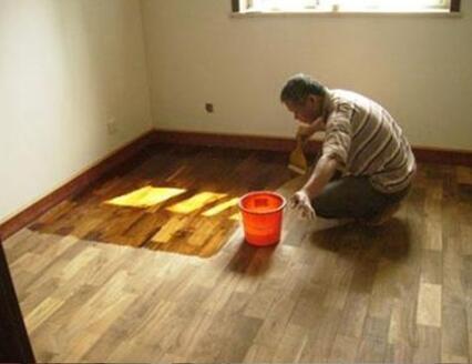 上海地板打蜡公司:实木地板打蜡的注意事项