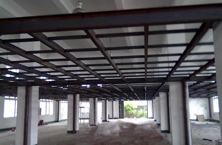 上海彩钢结构工程公司会使用什么样的材料施工?