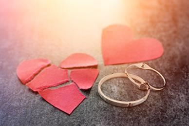 上海离婚诉讼律师解析:如何更好降低离婚官司的损失