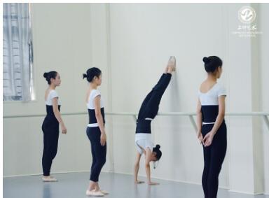 成都舞蹈培训解读:从小学习舞蹈有助于提升学生的哪些能力