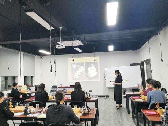 怎么选上海美容化妆培训学校?