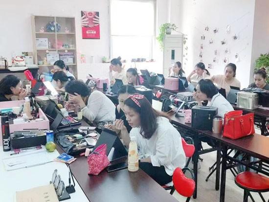 上海美容化妆培训学校介绍:美容师对美容院有什么意义.jpg
