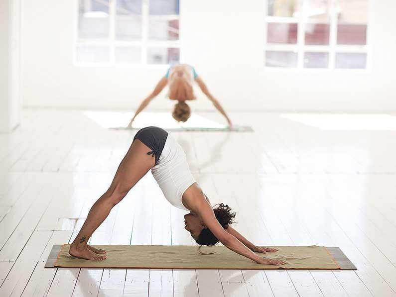 跟着瑜伽网课练习时要更注意哪些事情?.jpg