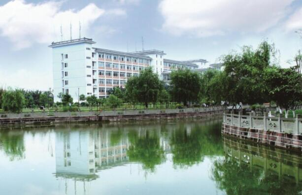 四川中专学校1.jpg