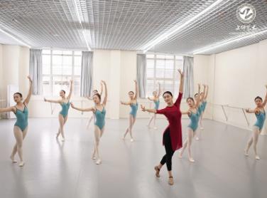 成都舞蹈培训 4.png